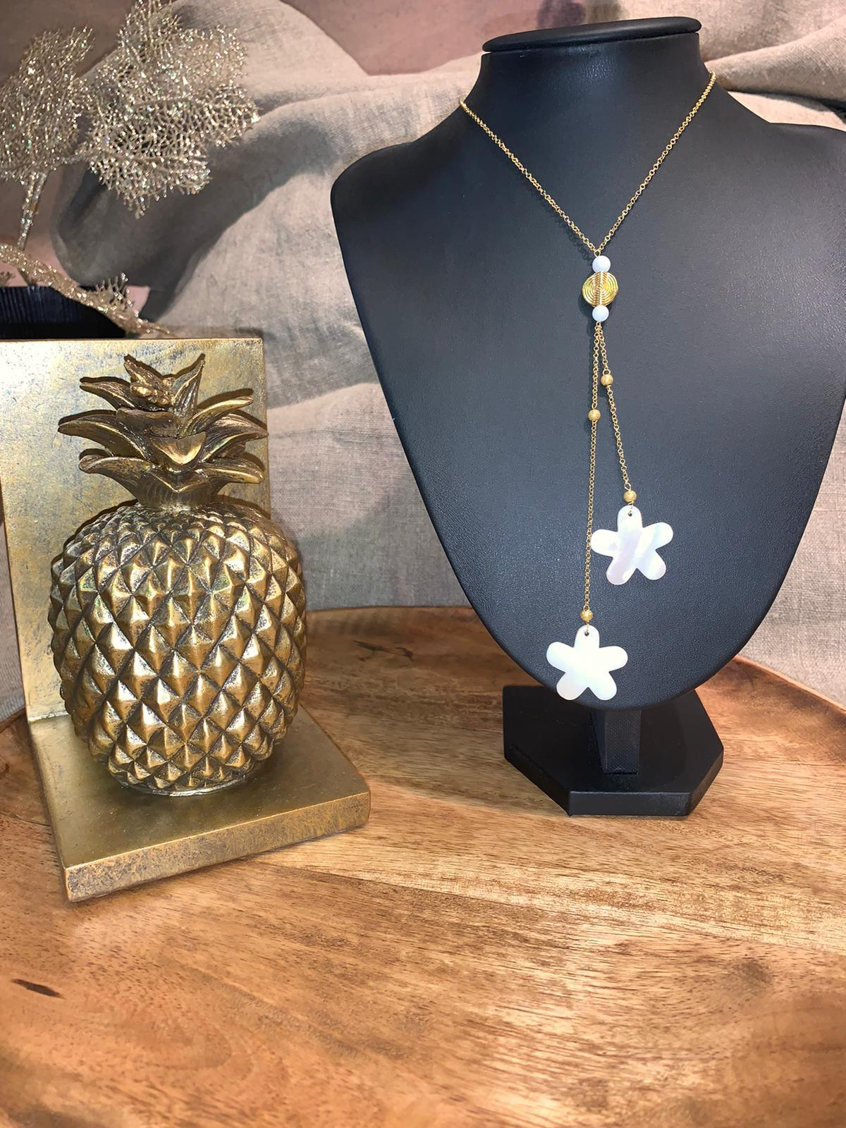 Collier nacre flowers