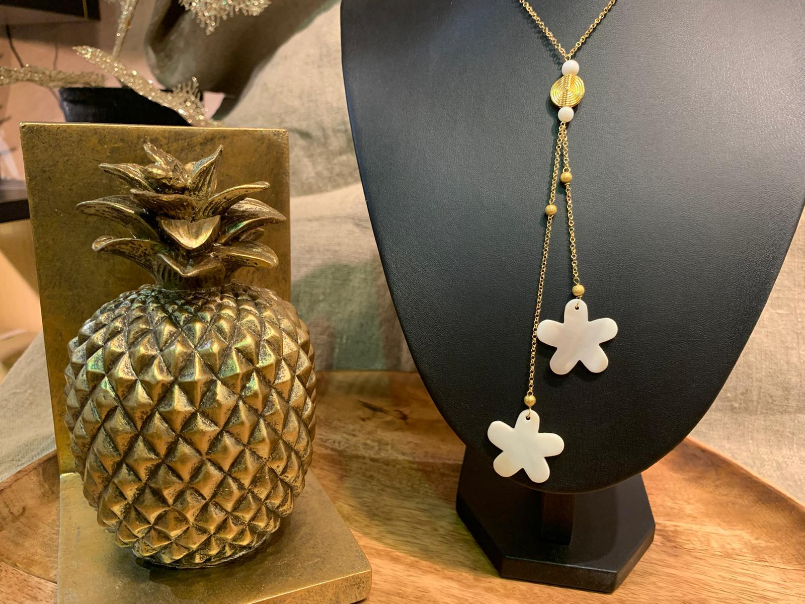 Collier nacre flowers1