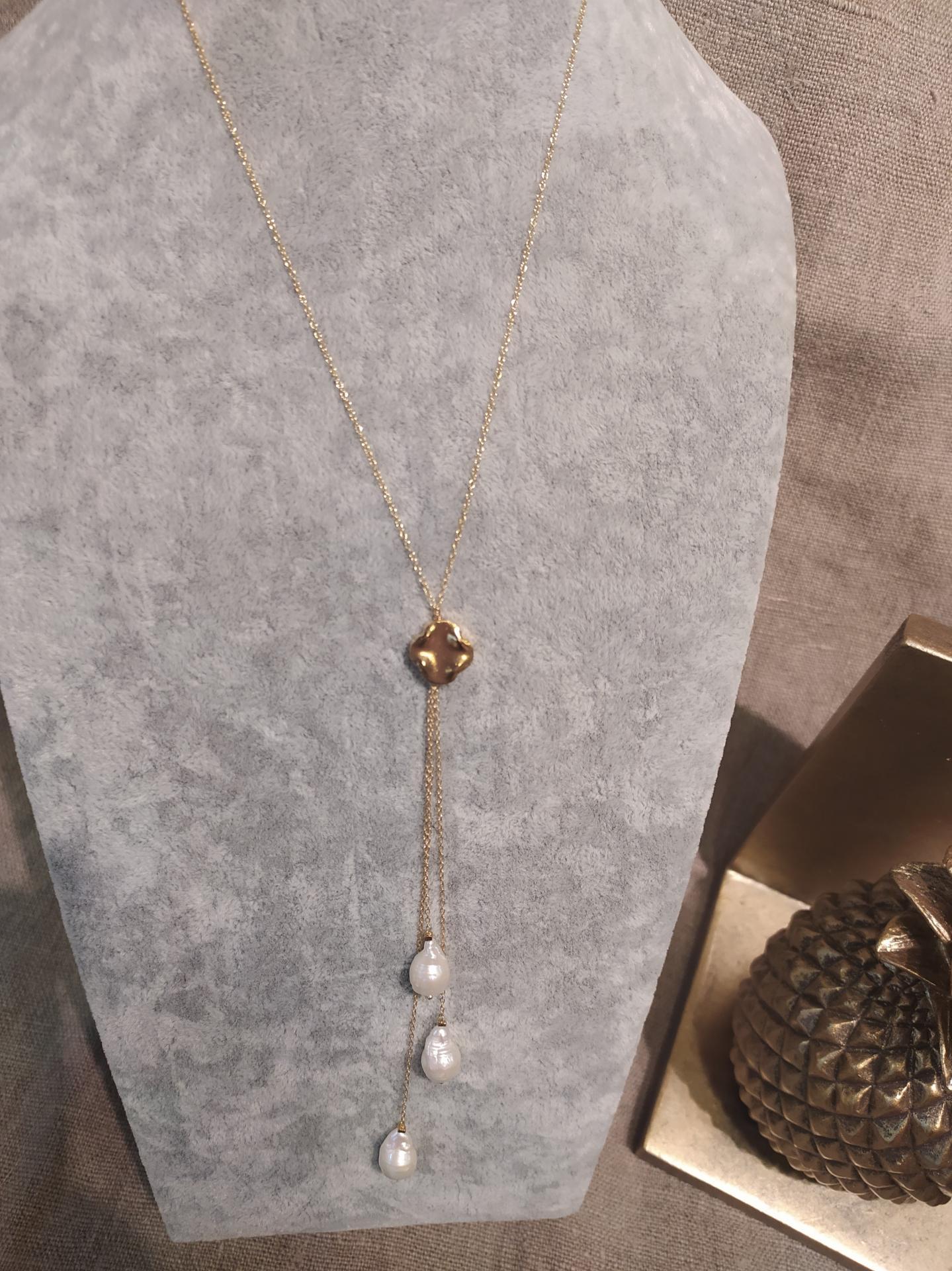 Collier perles baroques ref 320 prix 129 poids 3 53 gr longueur 42 cm du ras de cou plus extention avec 3 perles baroques 13 cm