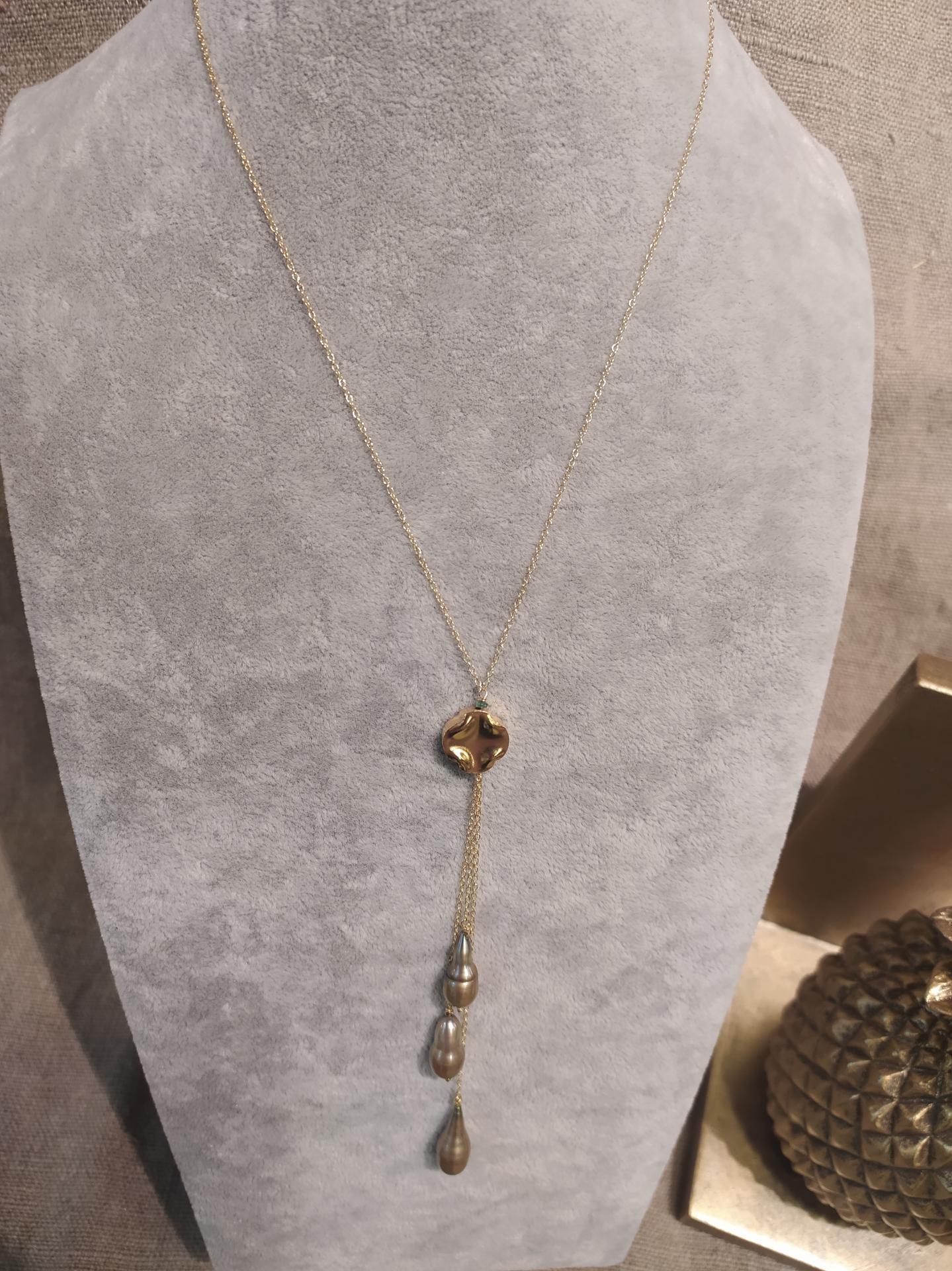 Collier ref 348 3 37 gr 98 eur perles baroques vertes olives chaine ras de cou environ 42 cm avec extention a partir d un appret en argent plaque a l or jaune d environ 11 cm